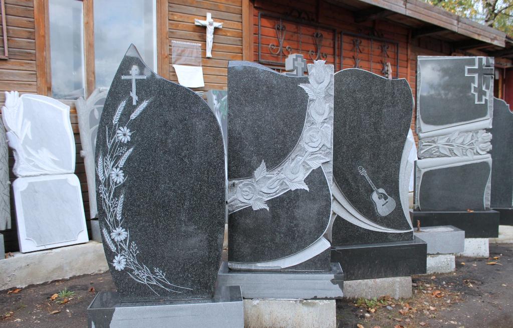 Памятники из карельского гранита с Дербент цена на памятники двойные  Владыкино